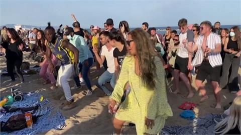 歐洲疫情復燒!德國上街抗議 西班牙海灘開趴