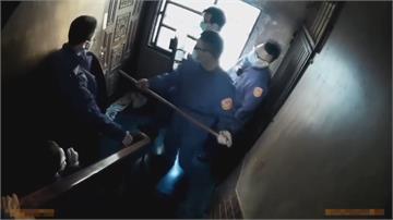 失業男情緒不穩持西瓜刀亂揮 警獲報兩波攻堅順利逮人送醫