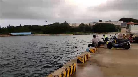 「盧碧」颱風暴風圈逼近澎湖 漁船躲入馬公港避颱