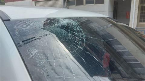 天外飛來一隻貓!撞破休旅車擋風玻璃、A柱鈑金後肇逃