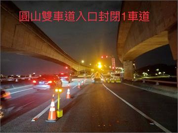 快新聞/晚間9時採取匝道管制 各處搶上高速公路湧車潮