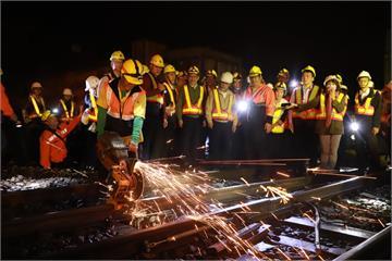 快新聞/深夜赴宜蘭巡鐵道送消夜 蘇貞昌:作伙打拚讓交通更安全