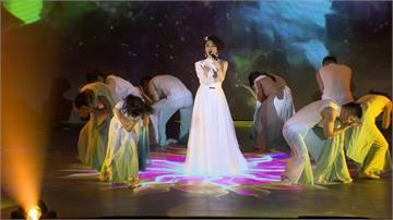 李翊君演唱會吸引3千名粉絲影后楊貴媚助陣合唱「愛情限時批」