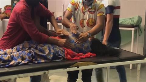 印度疫情持續惡化 恆河漂浮屍民驚恐