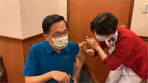 陳水扁打完疫苗了!施打畫面曝光 笑喊:小case啦!
