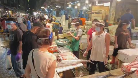 基隆崁仔頂防疫再升級  進市場前實聯制、全員「雙罩一套」