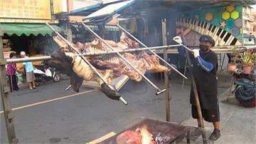 高雄慶元宵 里長豪邁請吃百斤烤山豬