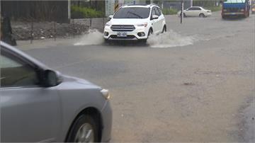 屏東佳冬水淹馬路 國軍進駐淹水警戒區