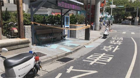公車亭大片玻璃突碎裂 幸無民眾候車受波及