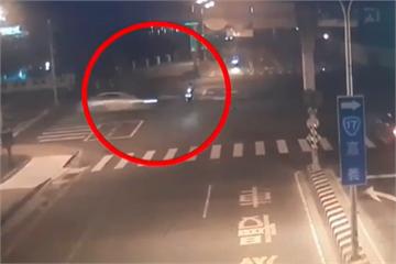 快新聞/高速撞死女騎士棄車逃逸 警找到同車男女到案說明
