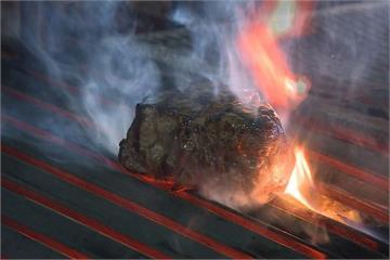 「直火」炭烤正夯! 鮮食入炭火烤增添風味