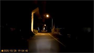 黃偉哲巡視「暗黑便道」 擬用二備金加強照明
