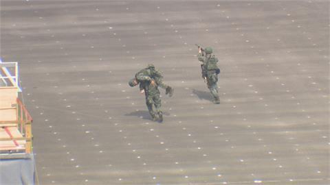 台海緊張 4月 漢光37號演習登場 電腦複合式兵推 7月三軍聯合實兵操演