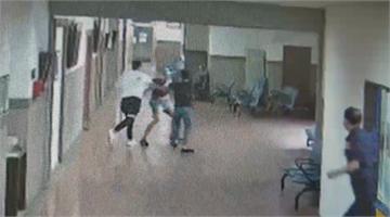 快新聞/挑戰公權力!3男在法庭走廊揮拳鬥毆 8法警制止