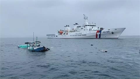 漁船被貨輪擦撞  高雄艦護漁救人