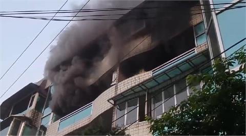 快新聞/基隆安親班爆火警! 濃厚黑煙直竄 1消防員不慎遭燙傷