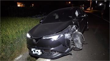 烏日轎車撞斷產業道路電桿 駕駛棄車逃逸