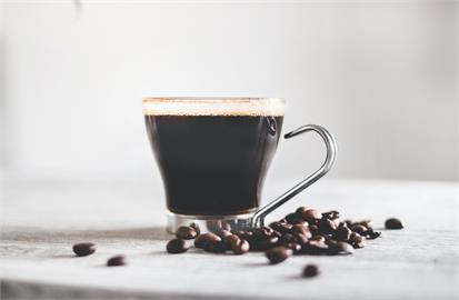 2大杯美式「每日咖啡因」就超標!營養師籲「6種人」咖啡小心喝