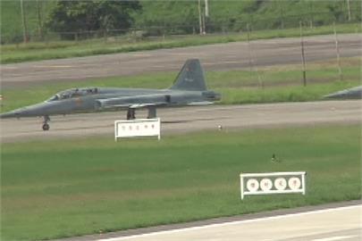 快新聞/2架F-5E擦撞墜海 失聯飛官僅20多歲、機號曝光