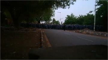 蘇丹軍隊開槍射擊靜坐人群 至少9死200多傷
