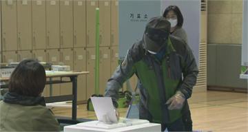 南韓今國會大選嚴格防疫 截至下午1點投票率49.7%
