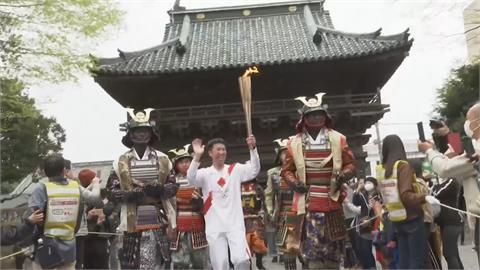 東奧聖火日本傳遞第三天 武士與百歲人瑞接棒