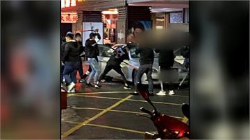 債務談判 男子遭惡煞當街砸車砍人