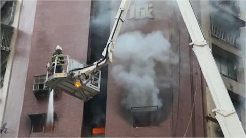 消防專家看「高雄城中城」惡火!他親曝老屋2大狀況:留屋內比較安全