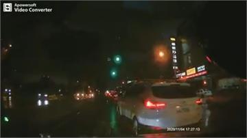 超危險駕駛!狂換車道再來個大逆向涉嫌三項交通違規 警:最高可罰7200