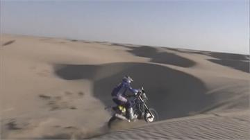 達卡拉力賽第二站 沙漠路段故障頻傳車手華克納 自己動手維修