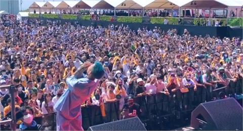 快新聞/日本音樂祭萬人參加「沒戴口罩、賣酒」 目前累計14人染疫