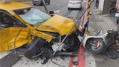 5機車如保齡球全倒!小黃與休旅車擦撞衝進騎樓釀5傷