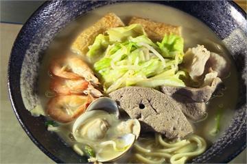 懷舊什錦麵 大骨熬湯、基隆「吉古拉」鮮入味