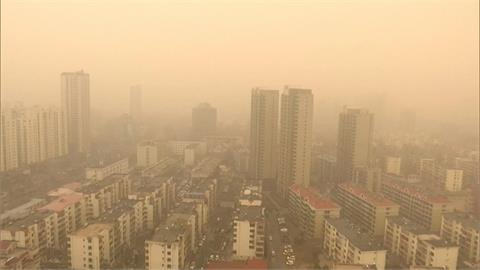 中國沙塵暴近十年最強!民眾出門像在吃土