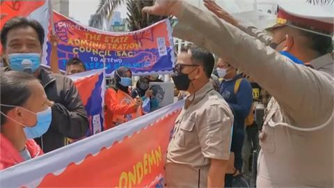 東協邀政變軍頭討論緬甸情勢 民眾場外抗議