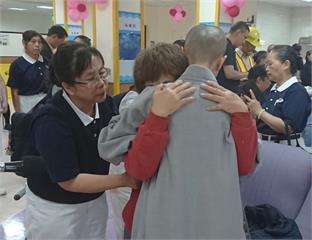 台東慈濟志工、醫護關懷情 「一定愛你」讓愛一直都在