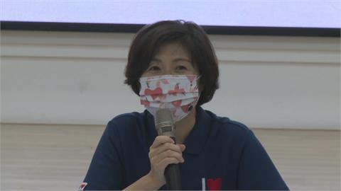 饒慶鈴拒收陳情書快閃 竟「沒戴口罩」被民眾舉發