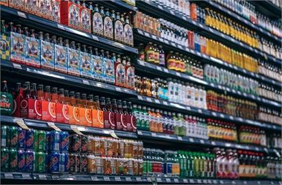 超商紙盒飲料驚見「6色神秘格子」!內行揭真正用途:校正印刷顏色用的
