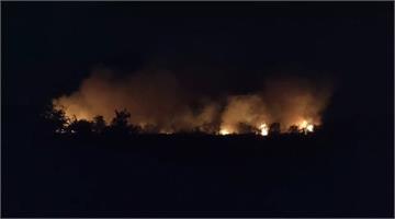 快新聞/嘉義八掌溪外溪州大火延燒數百公尺 消防隊估:中午才能滅火