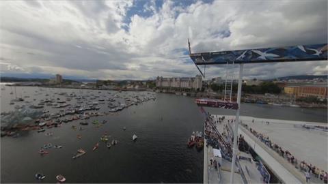 歌劇院屋頂極限跳水 30公尺高空選手展神技