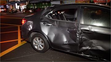 汽車疑似闖紅燈 騎士高速撞上重傷送醫