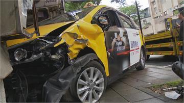 疑為閃單車失控撞 小黃誤踩油門衝騎樓4傷