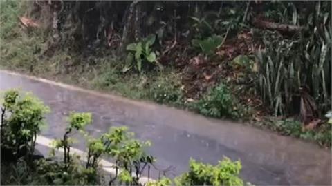 日月潭下雨了 雷聲轟隆隆、降冰雹民眾樂翻