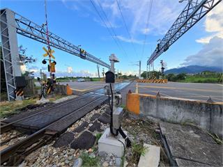 快新聞/台鐵設置「障礙物自動偵測系統」 提升293處平交道安全