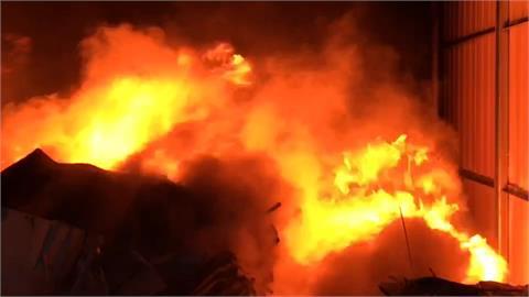 羅東工地晚間火警 廢棄裝潢雜物引發火勢