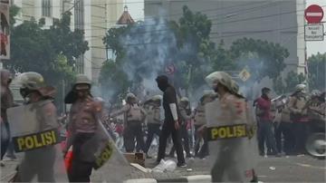 印尼經濟新法爭議多 街頭抗議火爆上演