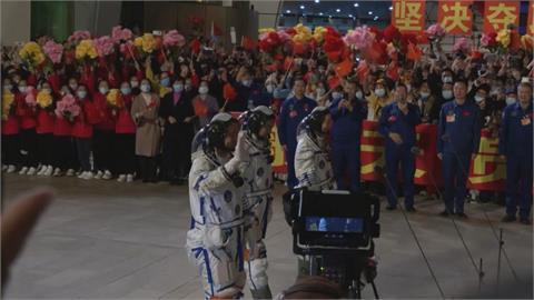 中國神舟13號載3人升空 進駐太空站展開半年任務