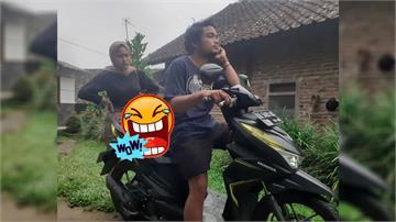 女友懷疑後座載別的女生!印尼男狠心改裝機車成「鐵處女」