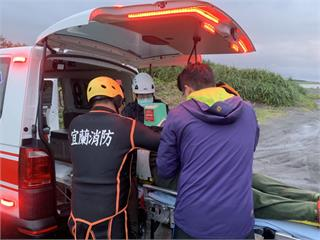 快新聞/宜蘭捕鰻民眾遭大浪沖走 被救起時已無生命徵象