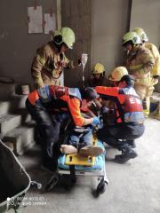 快新聞/台南工人從5樓電梯井墜落 無生命跡象送醫搶救